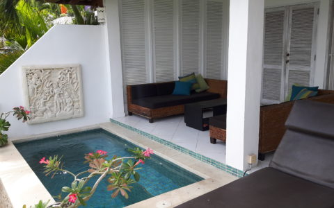 Your own private pool and lounge
